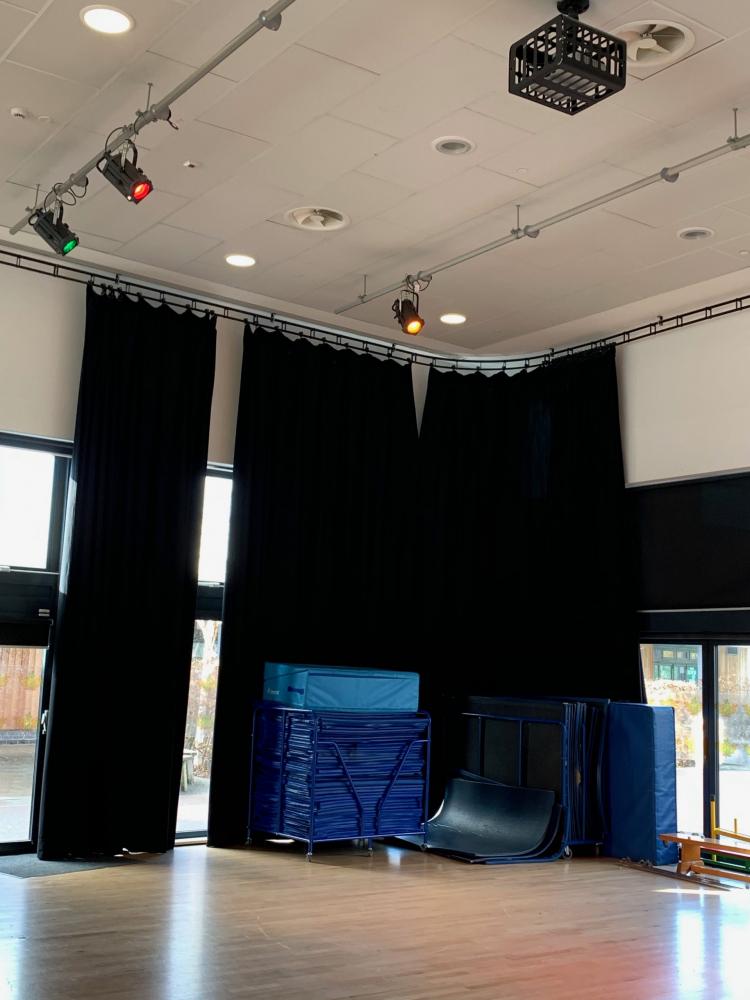 school theatre lighting installation
